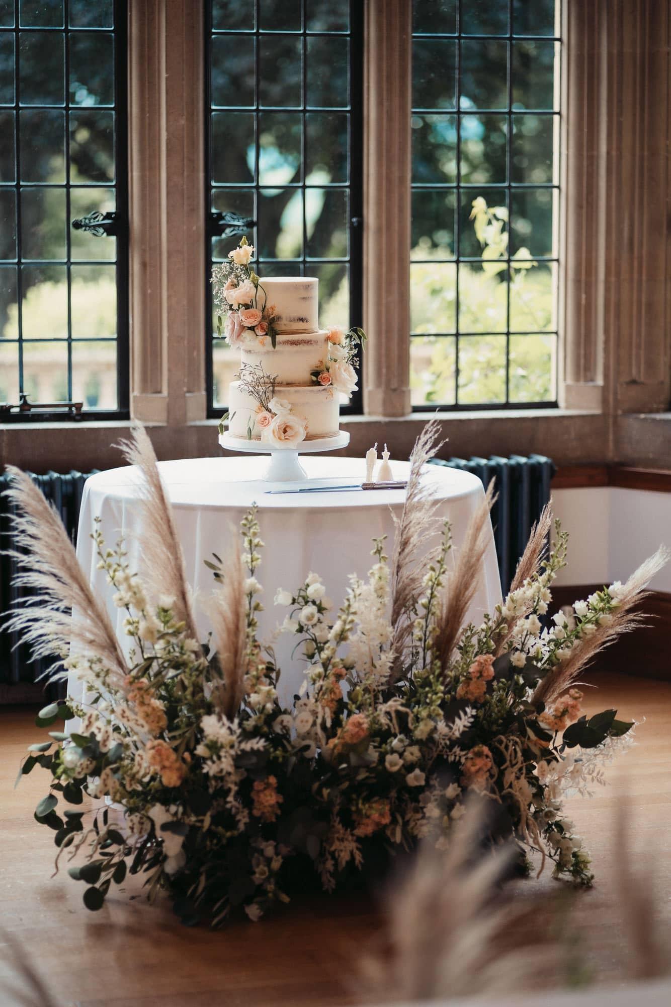 wedding cake at coombe lodge