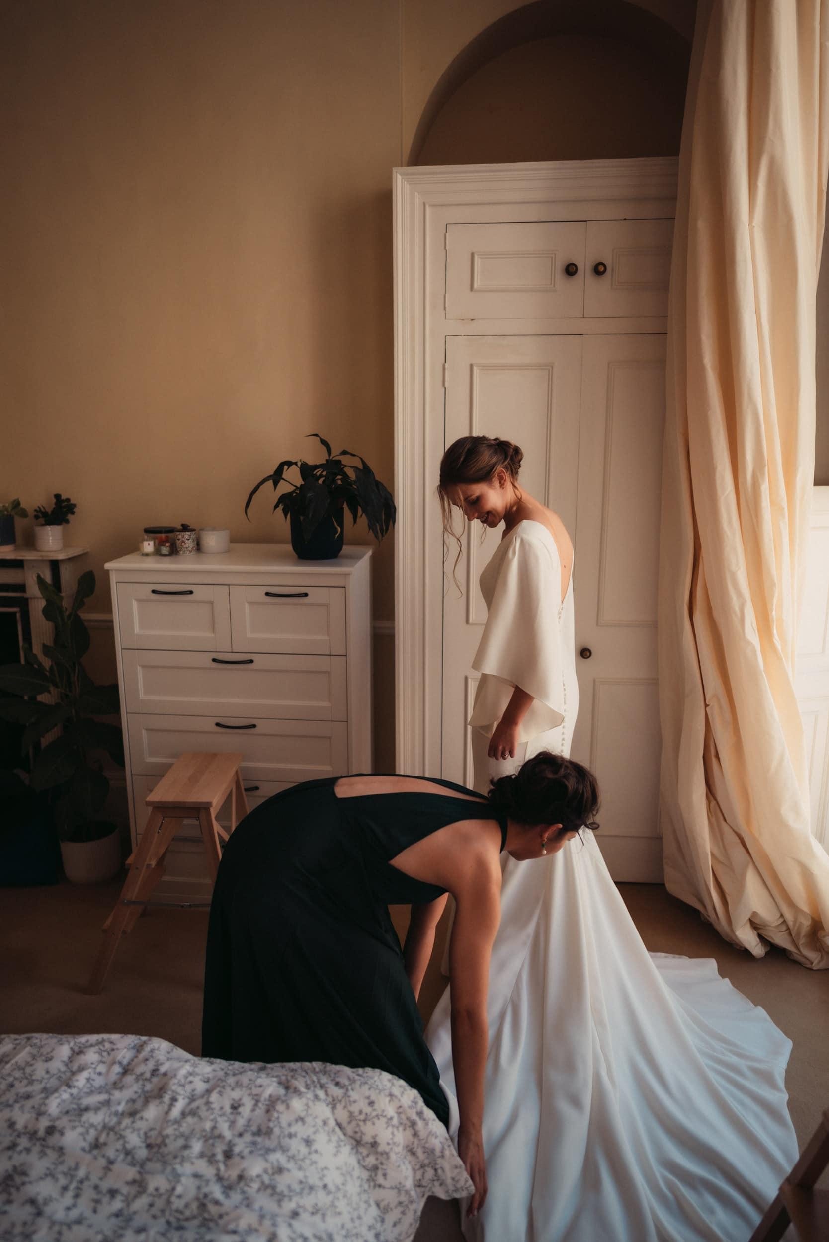 maid of honour helping bride